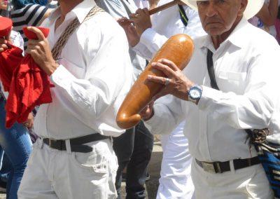 Fiesta de Reyes: playing the gourd